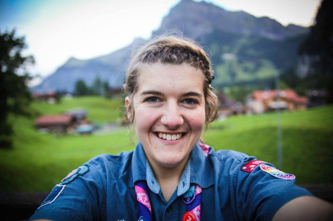 Linnea Wedelin i Örby scoutkår ger unga en rolig fritid.